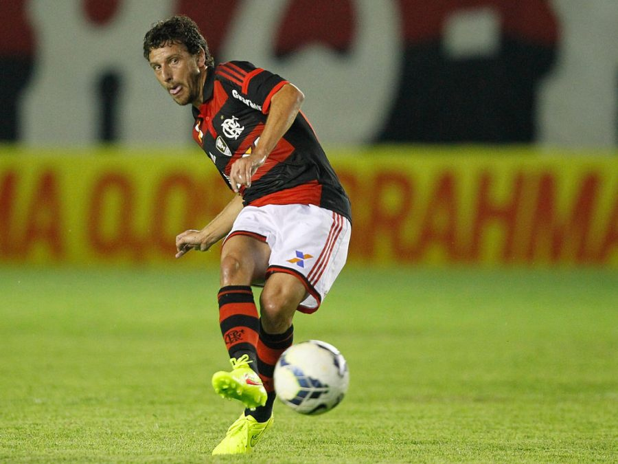 MACAE, BRAZIL - JULY 16: Elano of Flamengo in Action during the match between Flamengo and Atletico PR for the Brazilian Series A 2014 at Claudio Moacyr Stadium on July 16, 2014 in Macae, Brazil. (Photo by Ricardo Ramos/Getty Images)