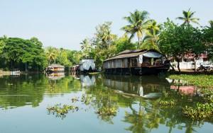 Reji 6 7.-Kumarakom-Backwaters-Kerala-EKXGF0-1680x1050 roughguide,com